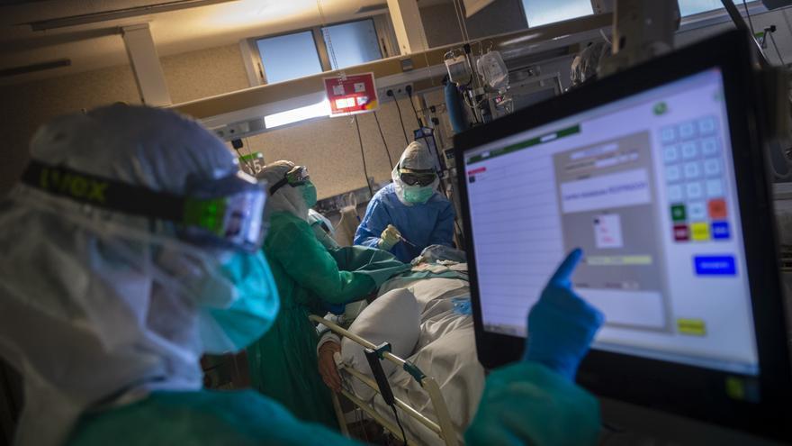 Los pacientes de Covid-19 en las UCI de Vigo se triplican en diez días