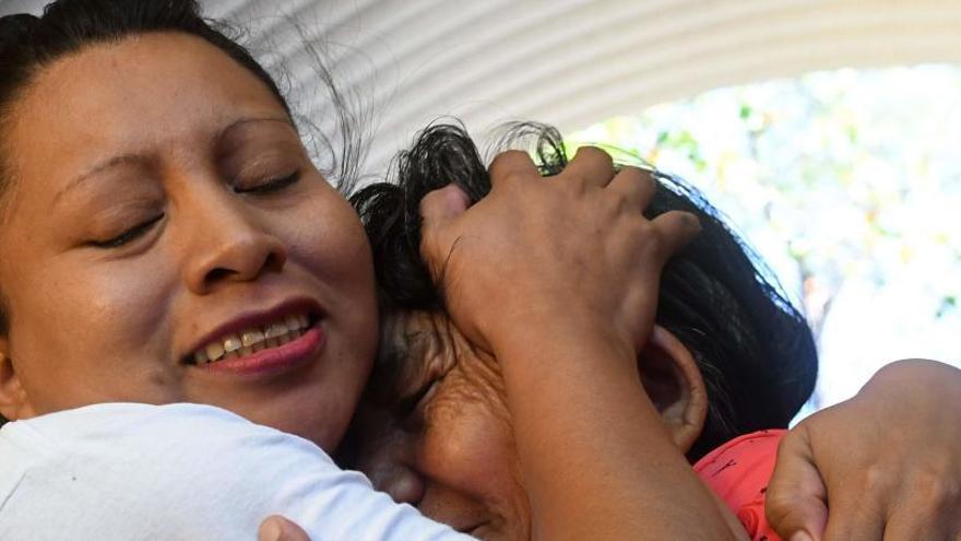 Liberan a una salvadoreña condenada a 30 años de cárcel por aborto