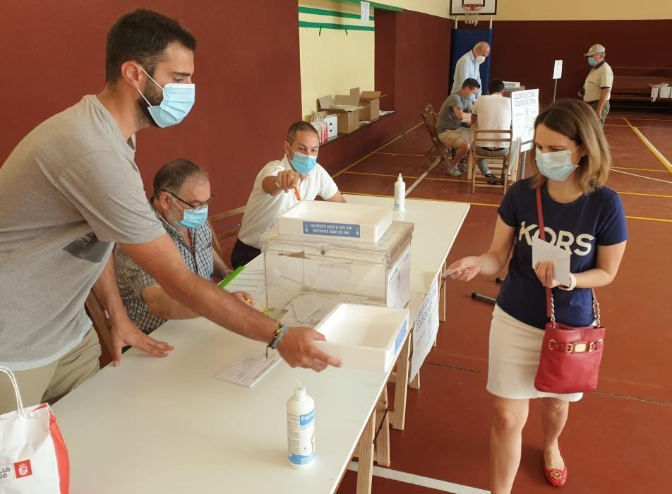 Las imágenes de una jornada tan histórica como atípica en la comunudad gallega. Unos comicios marcados por la pandemia del coronavirus, el calor y el dilema de elegir a quién votar.