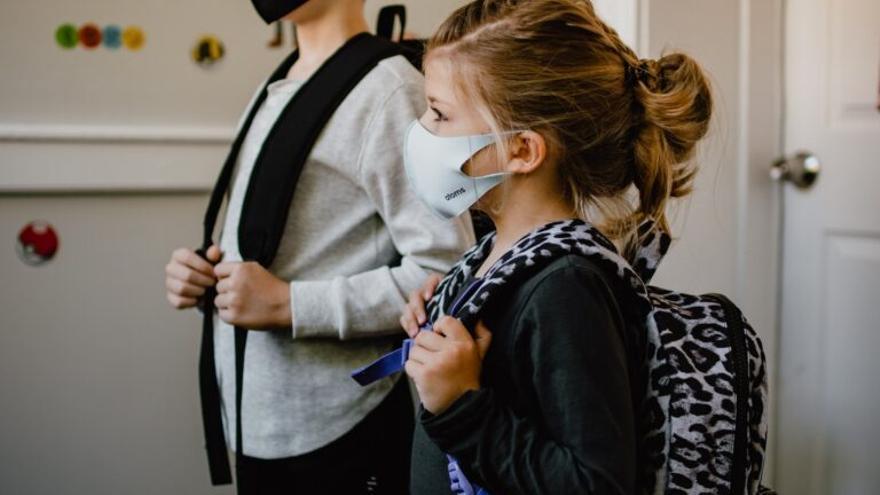 'Vuelta al cole': Cuatro consejos para evitar lesiones por culpa del peso de las mochilas