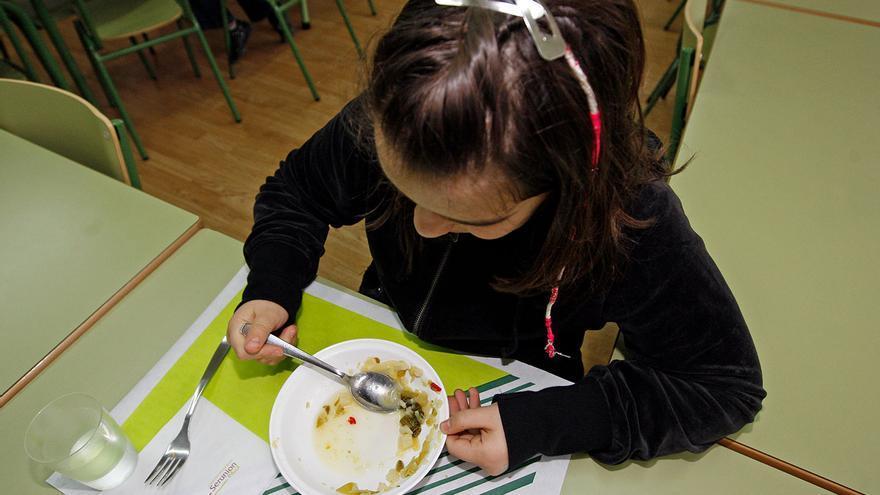 Sanidade extenderá el control de menús a los colegios concertados para frenar la obesidad