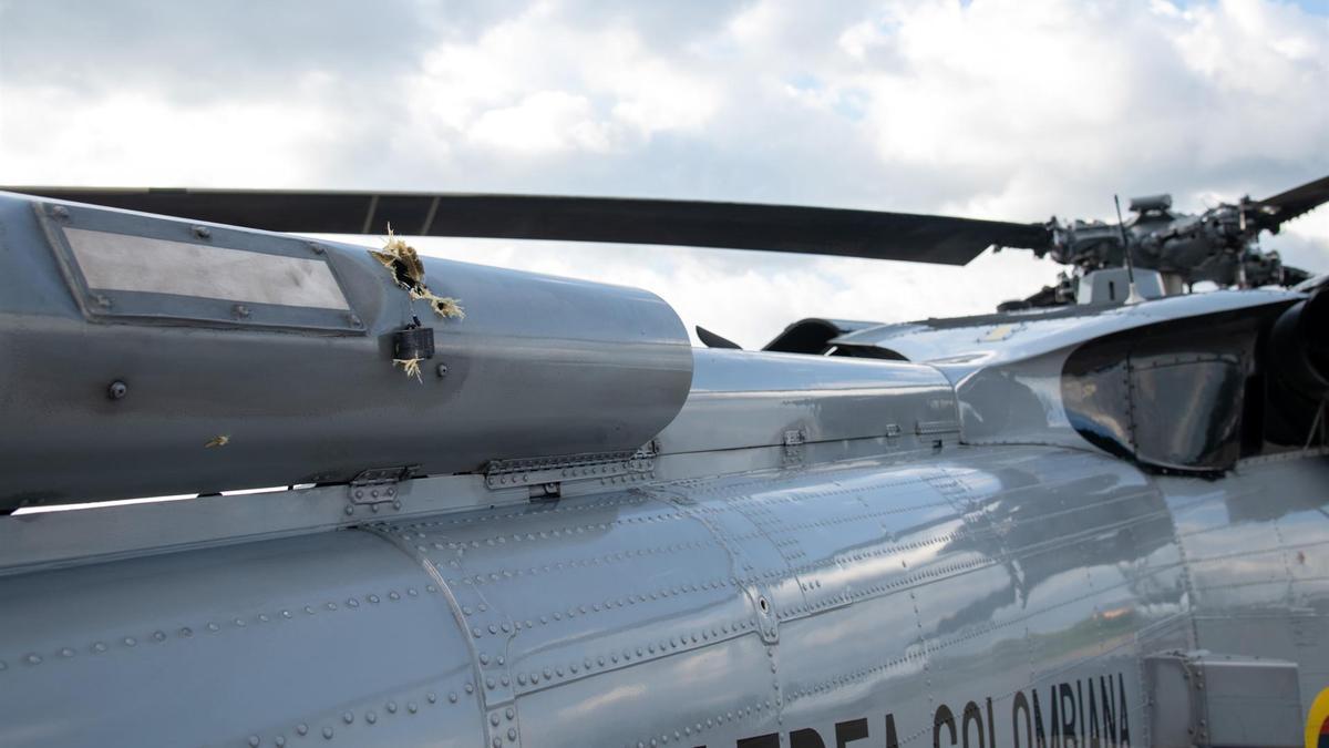 Los impactos de bala en el helicóptero en el que viajaba el presidente de Colombia, Iván Duque.