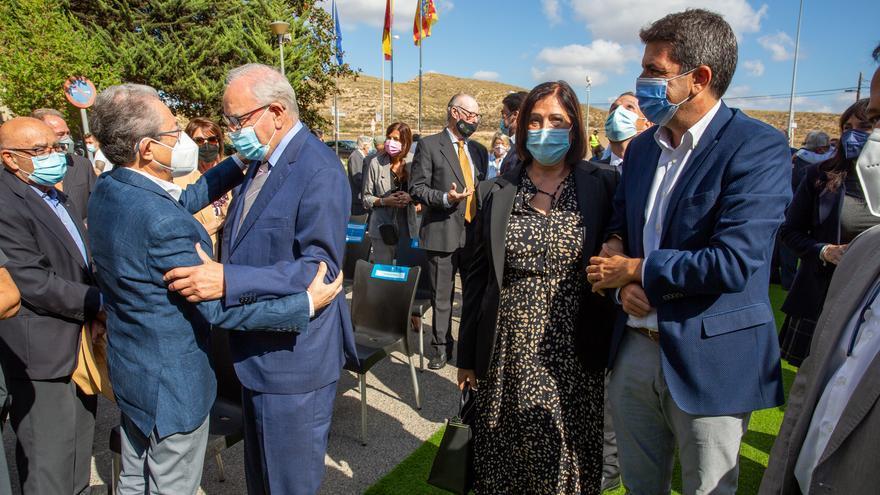 """Alfonso Guerra: """"Hay personas que abuchean a un presidente del Gobierno y aplauden a una cabra; cada uno elige quién le representa mejor"""""""