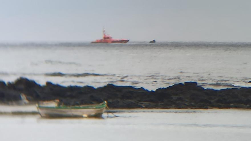 Rescatada una patera con 38 magrebíes a ocho millas de Lanzarote