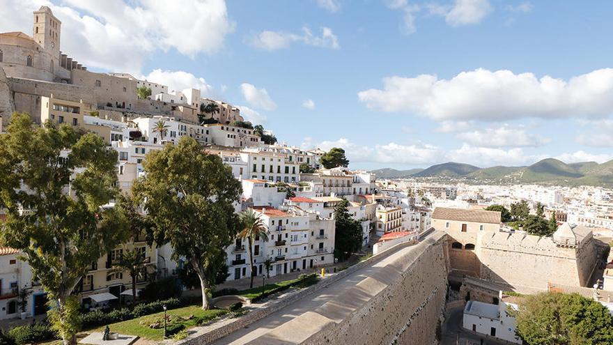 Ibiza wird wegen Corona-Rekordinzidenz abgeriegelt