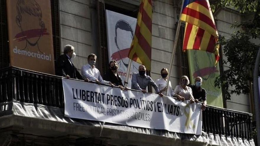 """Òmnium lanza una campaña para """"borrar el rastro de la monarquía"""" en Cataluña"""