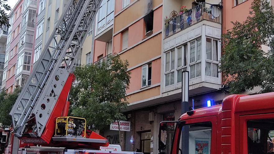 Un intoxicado por un incendio por una vela en Ourense