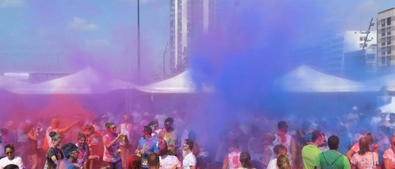 Momentos previos a la carrera de los colores en el Parque Islas Canarias de Arrecife