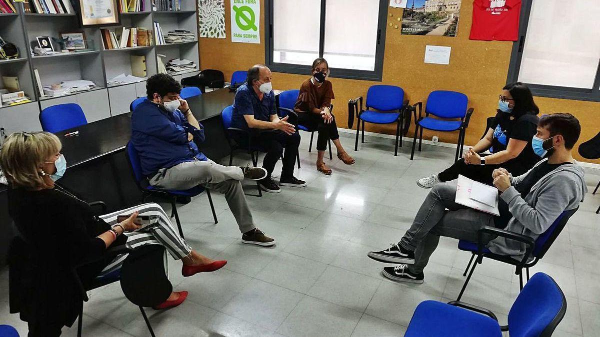 Reunión de los candidatos socialistas con el colectivo de Enfermeiras en Loita.