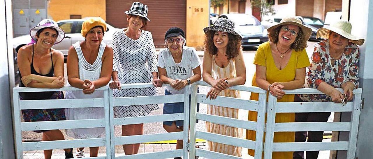 Mujeres que participaron en la primera sesión fotográfica realizada por Concha Martínez en Xirivella.