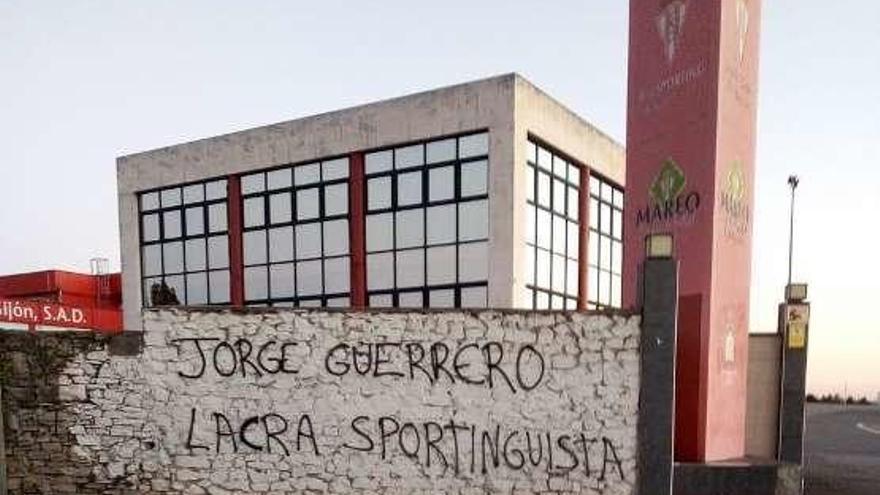 Pintadas en Mareo contra Jorge Guerrero
