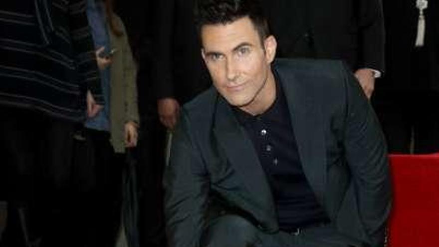 El líder de Maroon 5, Adam Levine, estrena estrella en el Paseo de la Fama de Hollywood