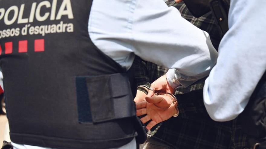 Dos joves enganyen amb una adreça falsa un repartidor de menjar a domicili per robar-li la cartera a Piera