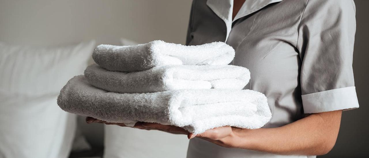 Una gran cadena de hoteles elimina la limpieza diaria de sus habitaciones para disgusto de millones de clientes