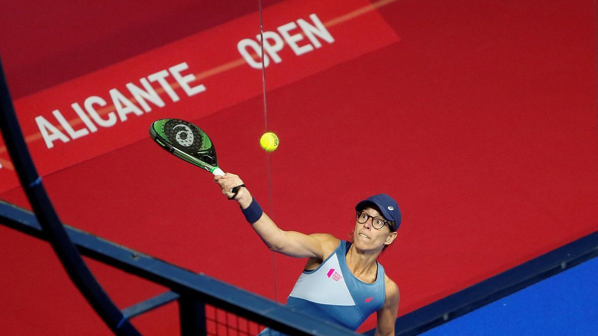 La jugadora Lucía Sainz durante la edición del Abierto de Alicante en 2020