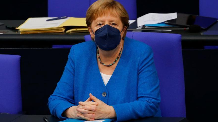 Merkel reclama reglas más estrictas a la UE para controlar la variante Delta