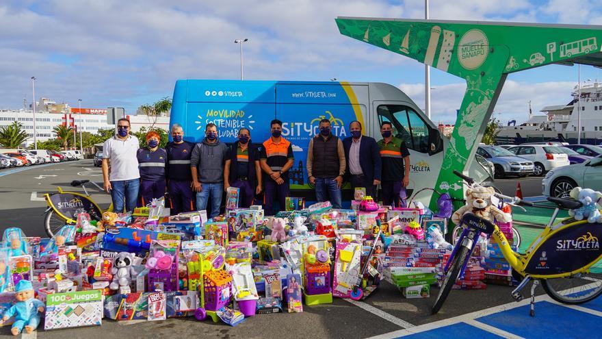 Sagulpa entrega 600 juguetes a la Casa de Galicia