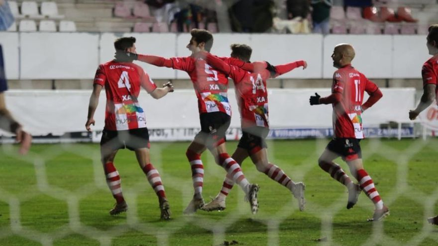 El Zamora CF puso más juego que goles ante su perseguidor, Burgos Promesas