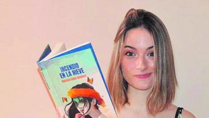 «Tengo 20 años y en mi quinta novela crezco con los lectores»
