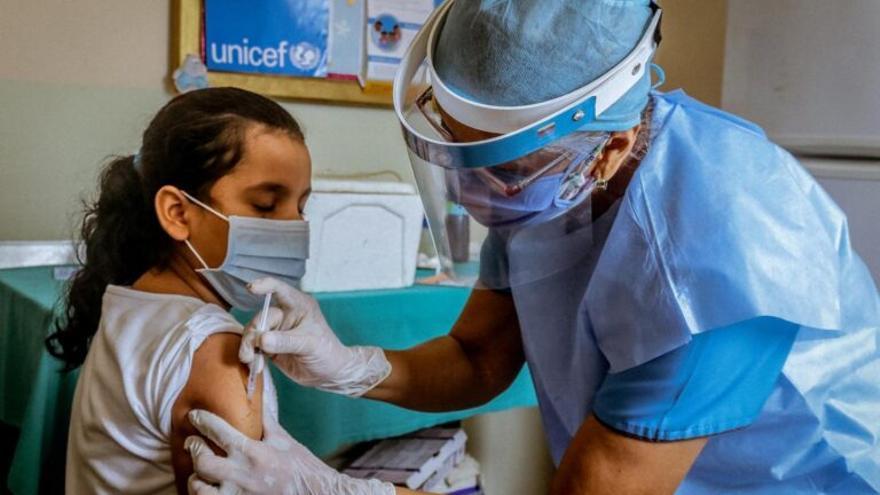 En EE. UU. aumentan los contagios de Covid en niños y se juntan a un virus respiratorio inesperado