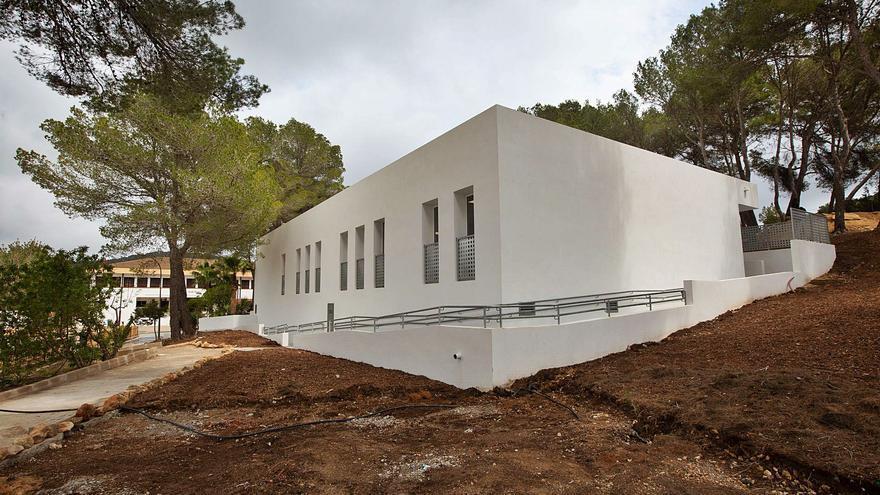 El colegio de Sant Carles se libra de las clases en aulas prefabricadas