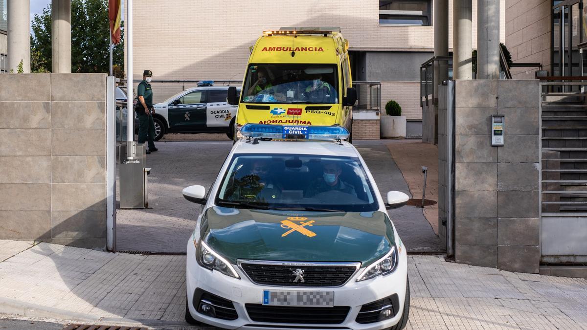 Noelia de Mingo sale en ambulancia del cuartel de la Guardia Civil de San Agustín de Guadalix
