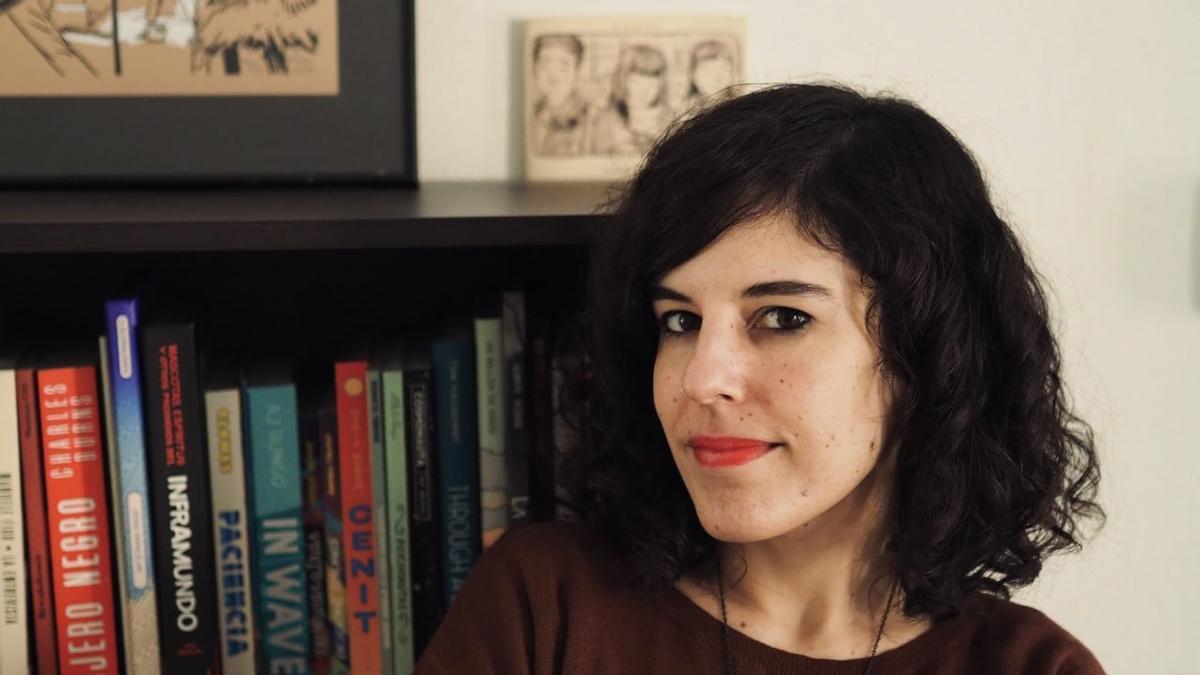 La dibujante Laura Pérez, autora del cartel.