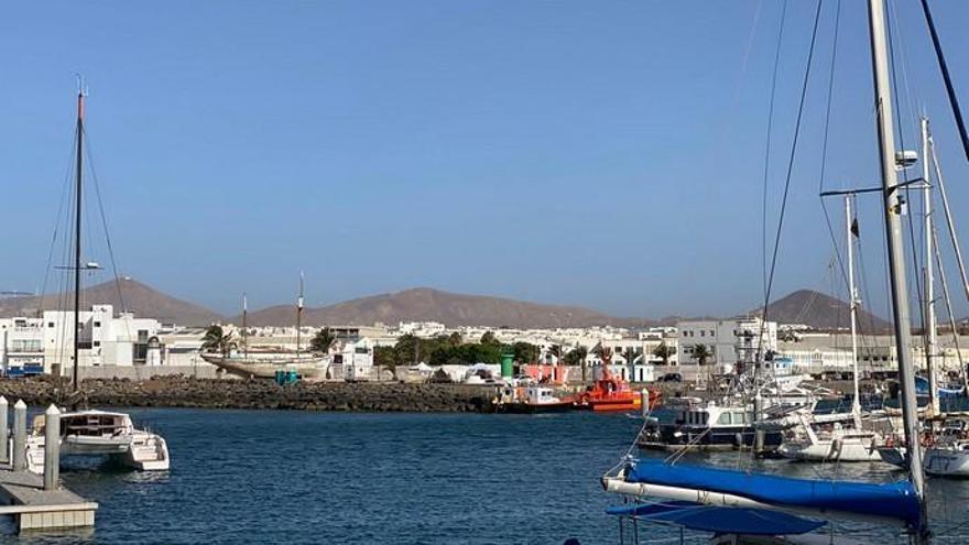 Cruz Roja habilita carpas en el puerto de Arrecife para cobijar a migrantes