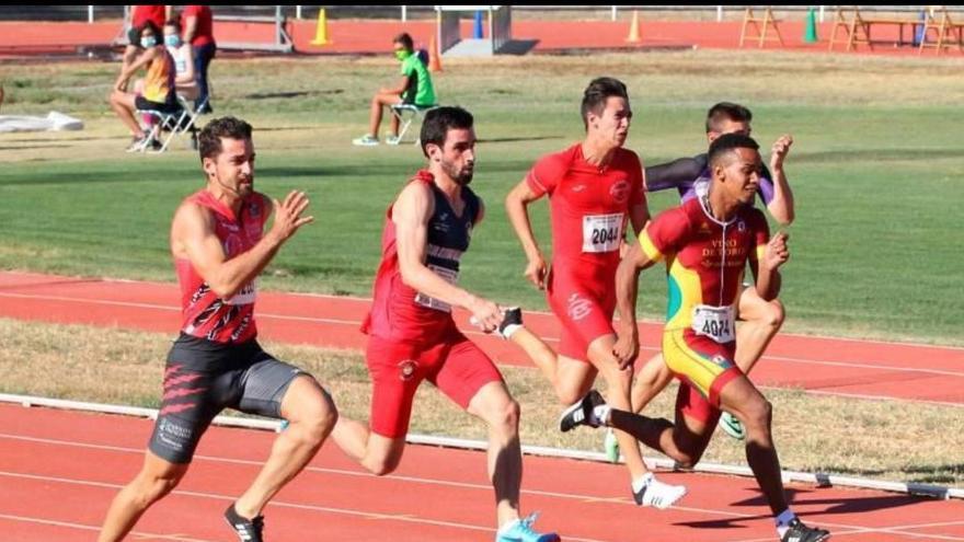 Gabriel de la Cruz termina segundo en los 100 y 200 metros lisos