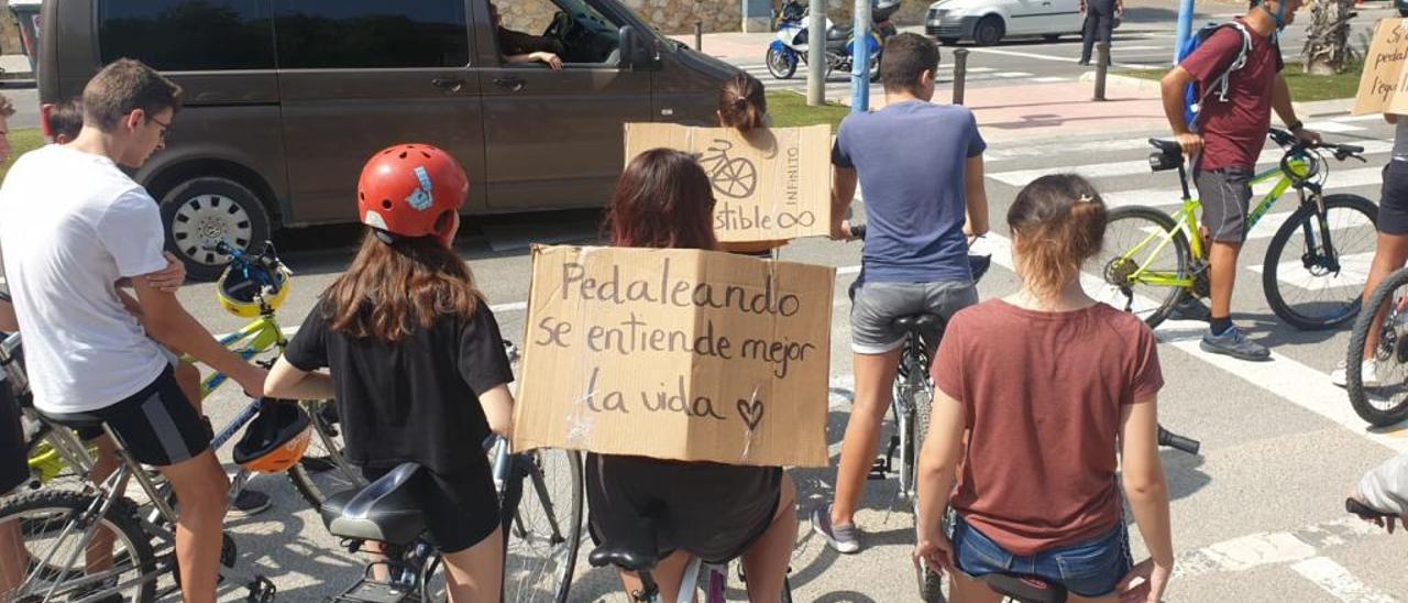 Los estudiantes del IES Cabo Huertas encontraron muchos obstáculos para un recorrido seguro.