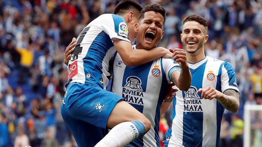 L'Espanyol venç la Reial Societat i torna a Europa