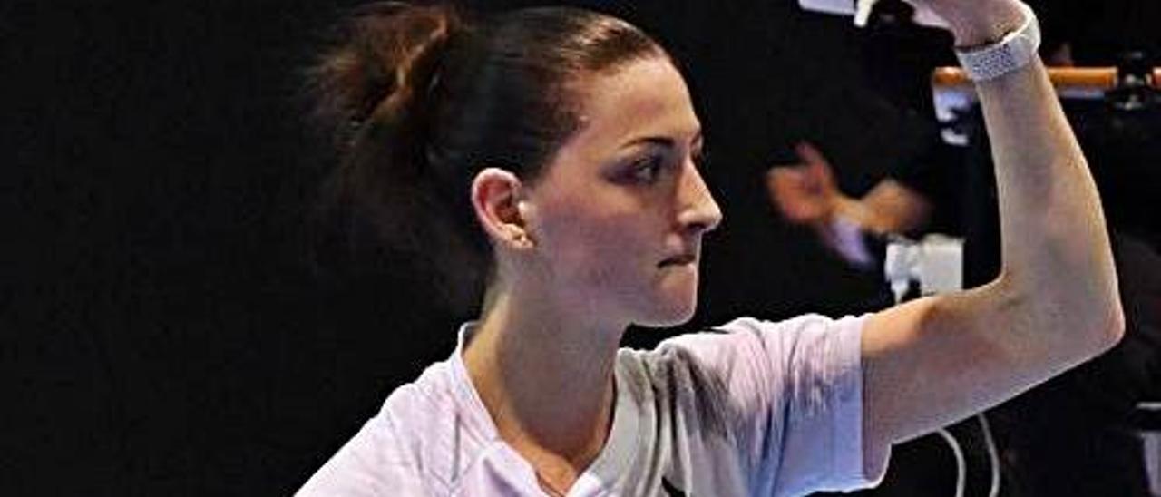 Lorena Uslé celebra un punto en  el partido de ida.  