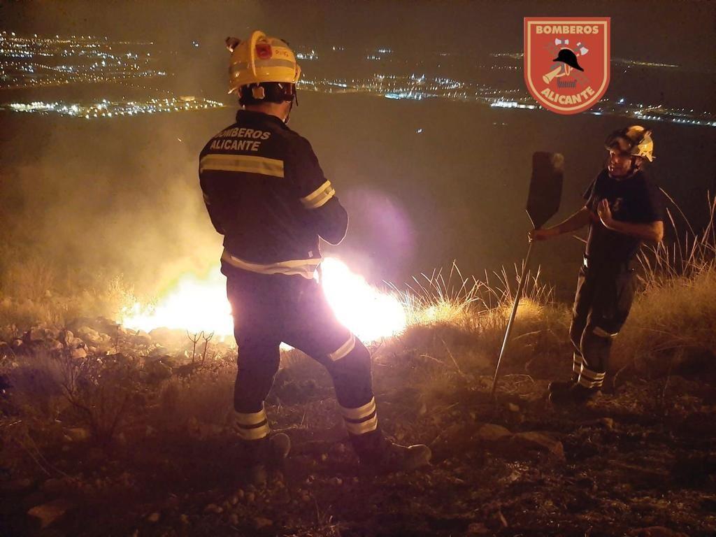 Incendio forestal en la Sierra de Fontcalent