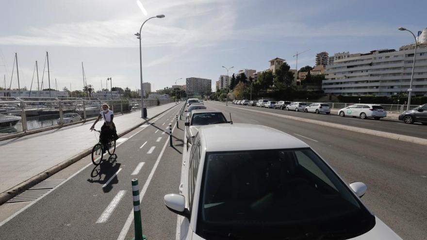 Así ha quedado el carril bici del paseo Marítimo tras la señalización