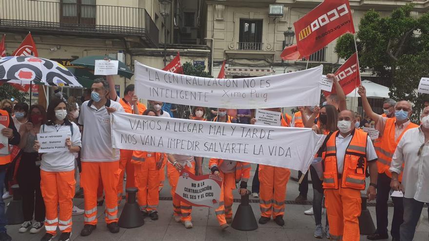 Protesta ante el Palau por el cierre del centro de emergencias de la provincia de Alicante