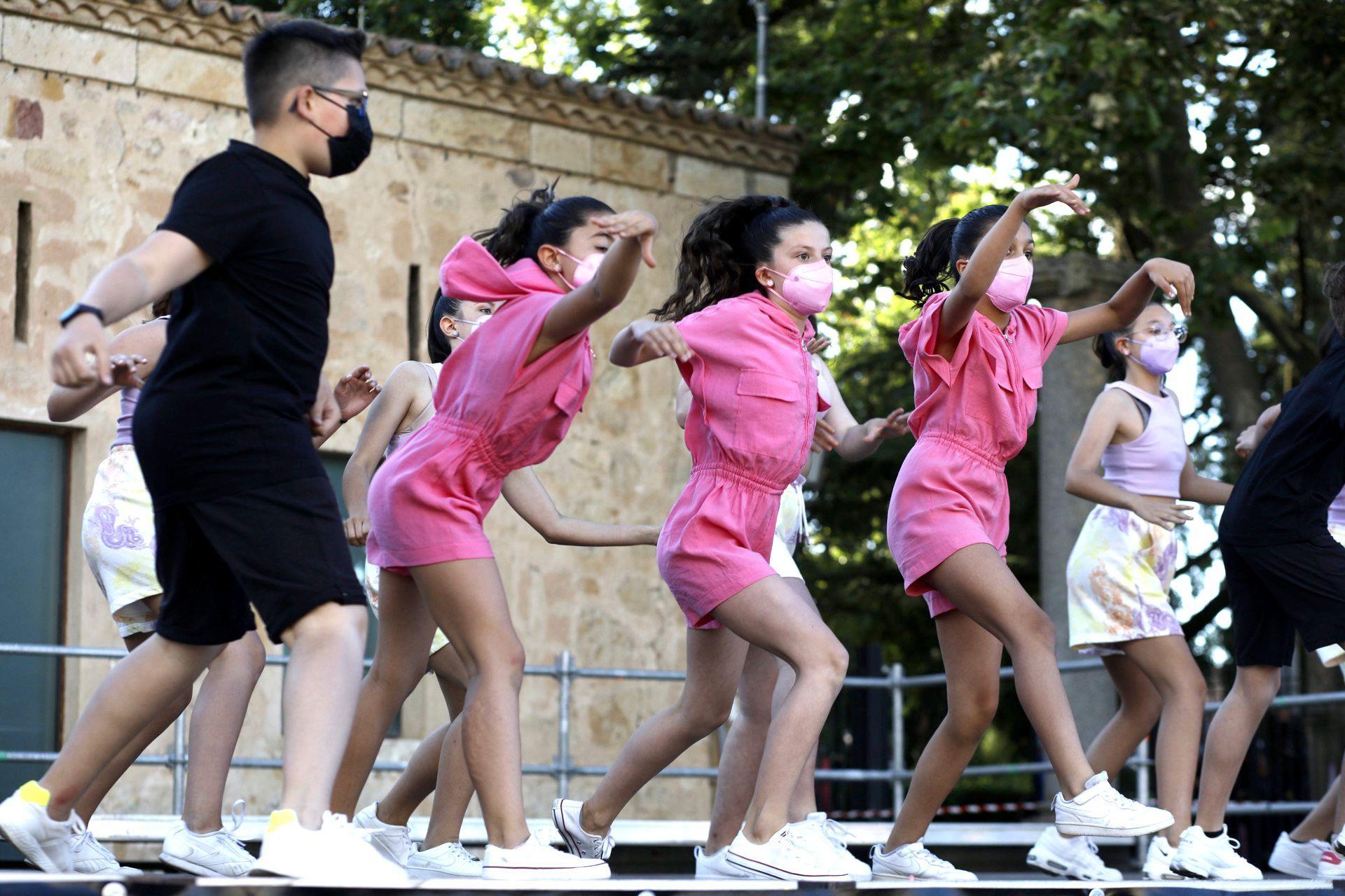 GALERÍA | La escuela de baile Escena pone el ritmo en la plaza de la Catedral