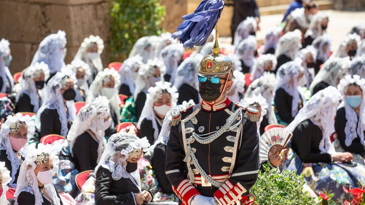 Las 82 candidatas a Bellea del Foc Infantil se reúnen en el Castillo de Santa Bárbara
