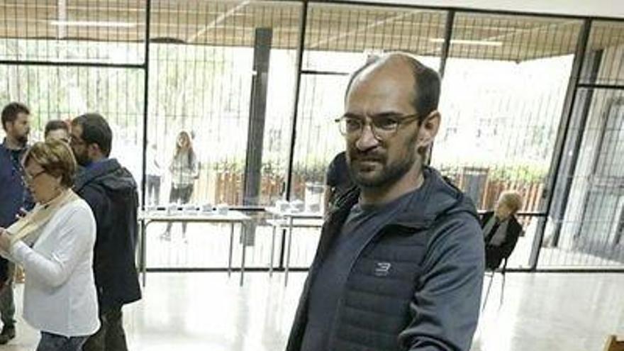 Un señor de Murcia lleva al alcalde de Sabadell a los tribunales por el 1-O
