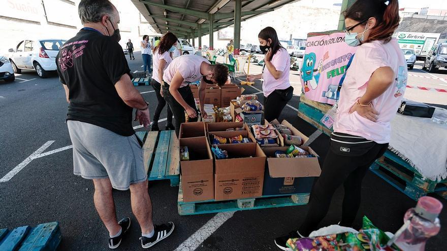 Moteros de Tenerife recogen 5.000 kilos de alimentos y material escolar