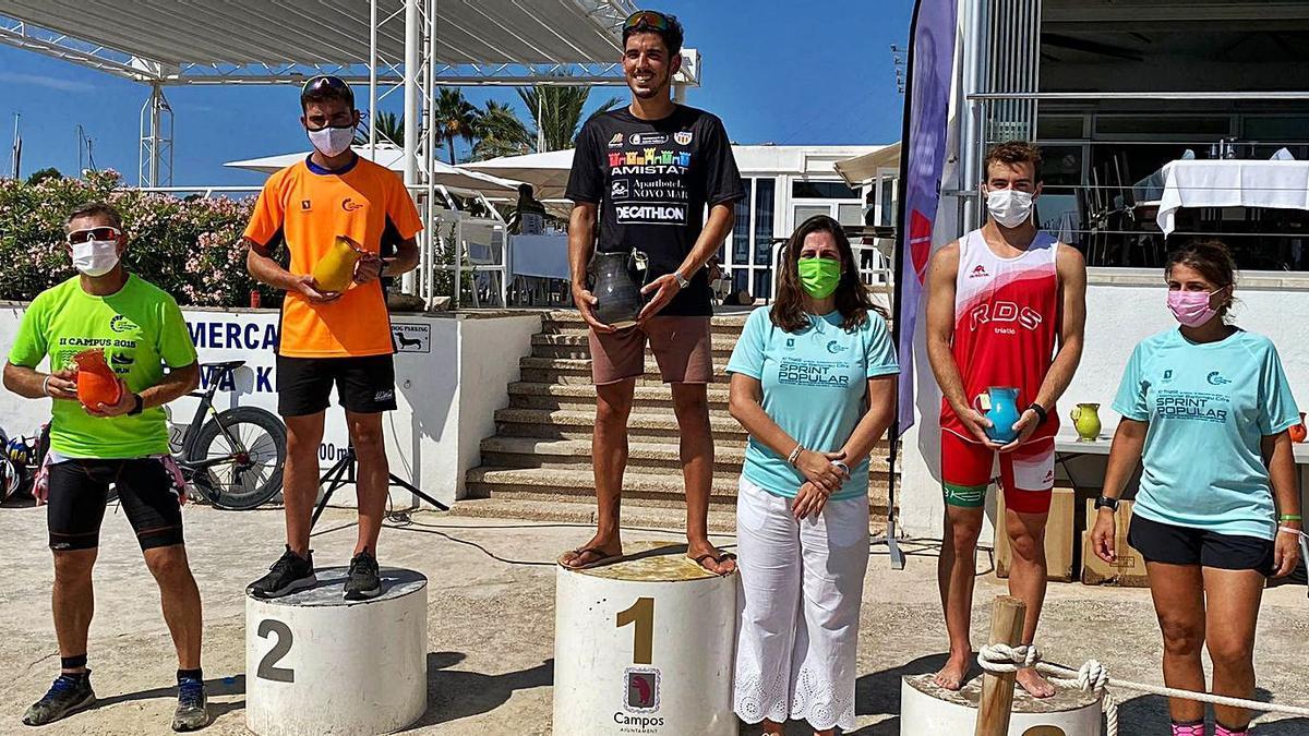 Imagen de uno los podios del Triatlón de Sa Ràpita.