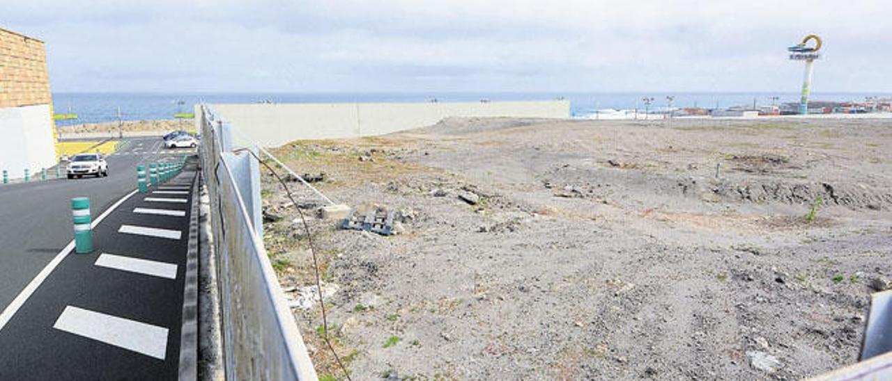 Imagen de la parcela donde Bricomart ubicará su primera superficie en Canarias, en la zona del Centro Comercial El Mirador