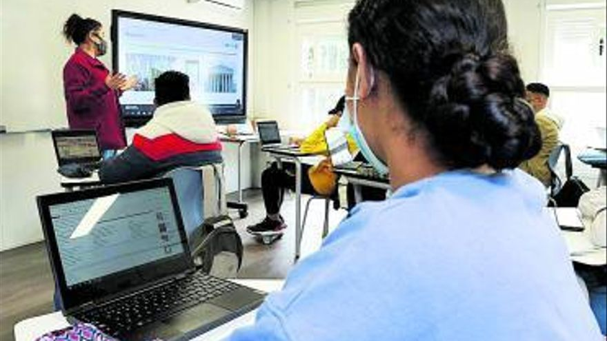 Educació avança en la transformació digital dels centres escolars