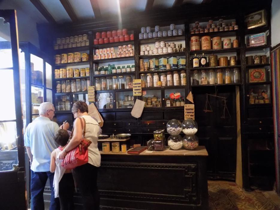 Calaf estrena set botigues antigues
