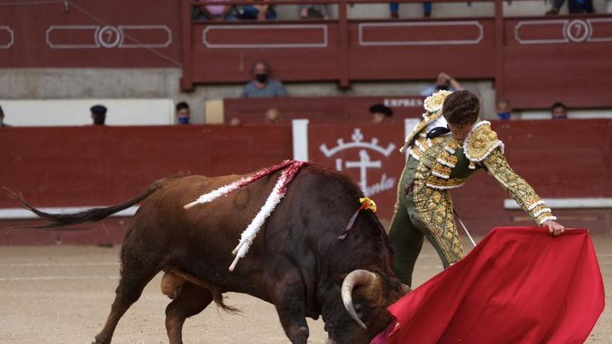 Solo Ginés Marín saca jugo de una notable corrida de El Parralejo