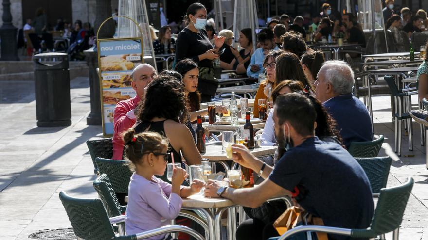 Aumentan los brotes de Covid-19 en bares, restaurantes, colegios y hospitales