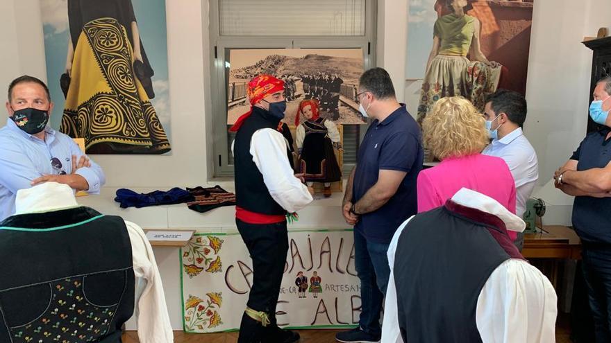 Carbajales De Alba Pone En Valor El Traje Carbajalino Con Una Gran Exposición La Opinión De Zamora