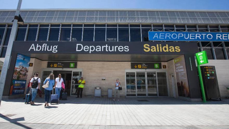 Dos detenidos en el Aeropuerto Tenerife Sur con 77 pastillas de éxtasis
