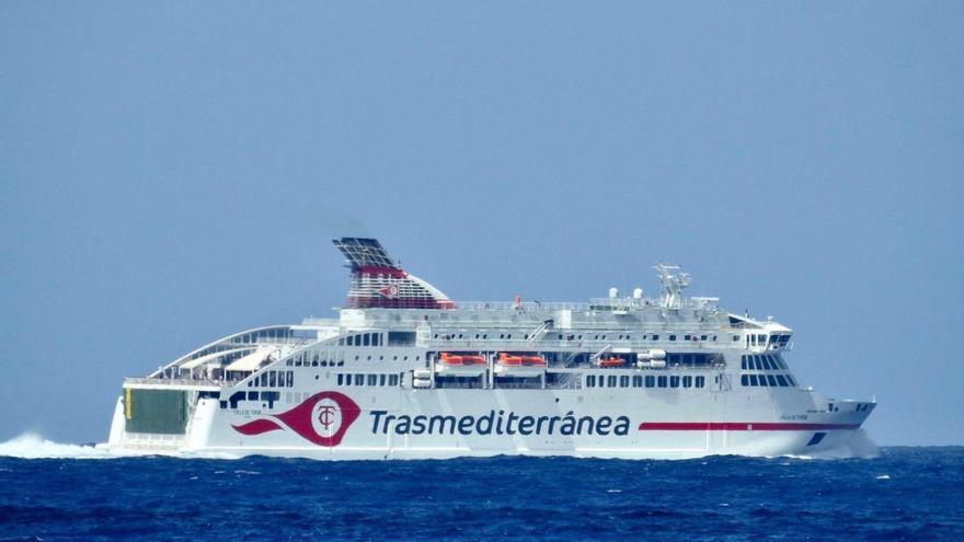 Naviera Armas refuerza los fines de semana a La Palma con el ferry Villa de Teror