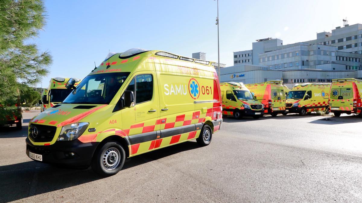 Archivo - Ambulancias del SAMU 061 en Mallorca