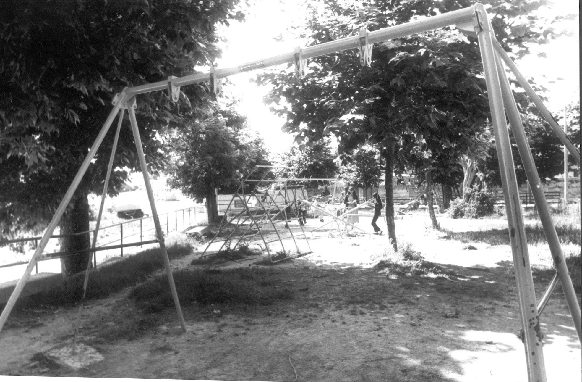 parque infantil navia llanos.jpg